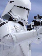 hot-toys-snowtrooper-first-order-toyslife-02