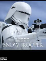 hot-toys-snowtrooper-first-order-toyslife-06
