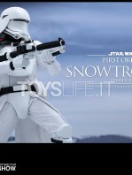 hot-toys-snowtrooper-officer-first-order-toyslife-03