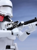 hot-toys-snowtrooper-officer-first-order-toyslife-06
