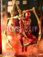 hot-toys-spiderman-iron-spider-1:6-figure-toyslife-03