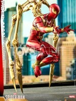 hot-toys-spiderman-iron-spider-1:6-figure-toyslife-06