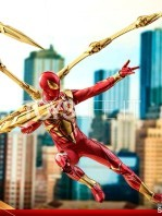 hot-toys-spiderman-iron-spider-1:6-figure-toyslife-07