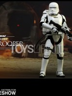 hot-toys-star-wars-awakens-flametrooper-toyslife-03