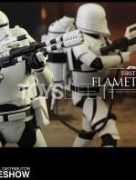 hot-toys-star-wars-awakens-flametrooper-toyslife-04