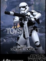 hot-toys-star-wars-the-force-awakens-first-order-heavy-gunner-stormtrooper-toyslife-01