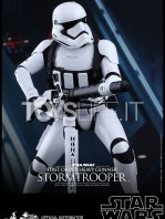 hot-toys-star-wars-the-force-awakens-first-order-heavy-gunner-stormtrooper-toyslife-02