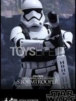 hot-toys-star-wars-the-force-awakens-first-order-heavy-gunner-stormtrooper-toyslife-03