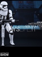 hot-toys-star-wars-the-force-awakens-first-order-heavy-gunner-stormtrooper-toyslife-04