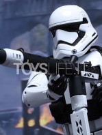 hot-toys-star-wars-the-force-awakens-first-order-heavy-gunner-stormtrooper-toyslife-07