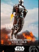 hot-toys-star-wars-the-mandalorian-the-mandalorian-and-the-child-deluxe-figure-toyslife-03