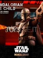 hot-toys-star-wars-the-mandalorian-the-mandalorian-and-the-child-deluxe-figure-toyslife-09