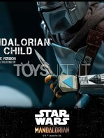 hot-toys-star-wars-the-mandalorian-the-mandalorian-and-the-child-deluxe-figure-toyslife-17