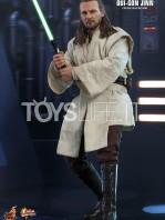 hot-toys-star-wars-the-phantom-menace-qui-gon-jinn-figure-toyslife-01