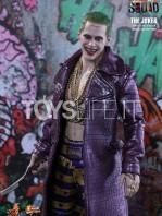 hot-toys-suicide-squad-joker-purple-coat--sixth-scale-toyslife-03