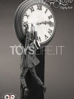 infinite-statue-old-&-rare-safety-last-harold-lloyd-statue-toyslife-icon