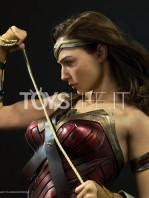 infinity-studio-dc-justice-league-wonder-woman-lifesize-bust-toyslife-04