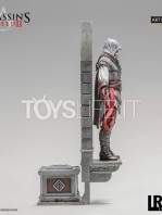 iron-studios-assassins-creed-ezio-auditore-1:10-deluxe-statue-toyslife-02