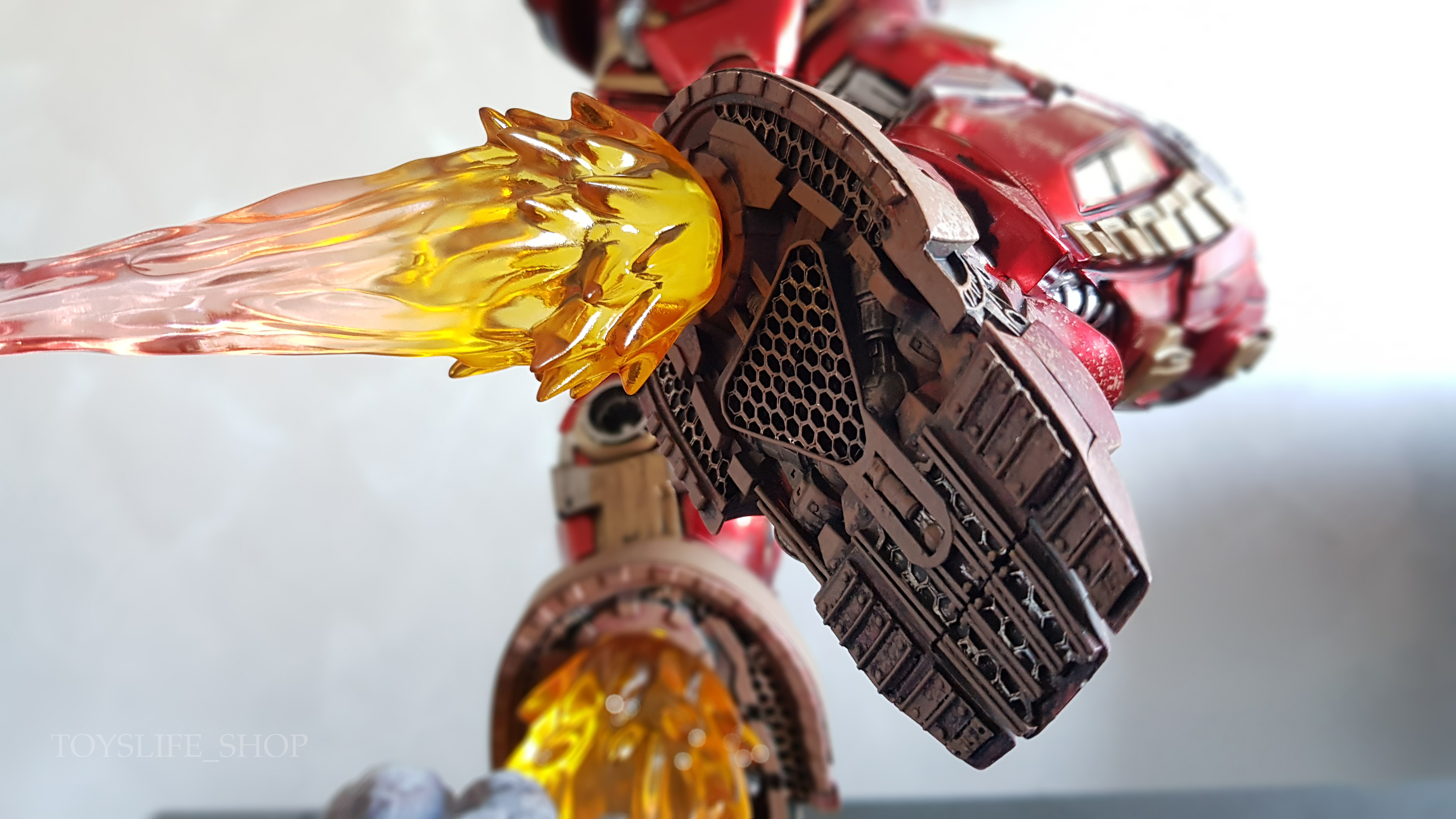 iron-studios-avengers-infinity-war-hulkbuster-1:10-statue-review-toyslife-09