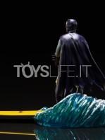 iron-studios-dc-batman-1966-batman-deluxe-1:10-statue-toyslife-04