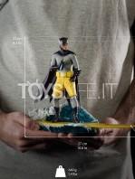 iron-studios-dc-batman-1966-batman-deluxe-1:10-statue-toyslife-10