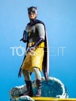 iron-studios-dc-batman-1966-batman-deluxe-1:10-statue-toyslife-11