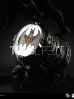 iron-studios-dc-comics-batman-black-edition-one-third-scale-statue-toyslife-09