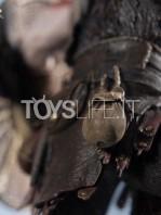 iron-studios-god-of-war-kratos-&-atreus-deluxe-1:10-statue-toyslife-12