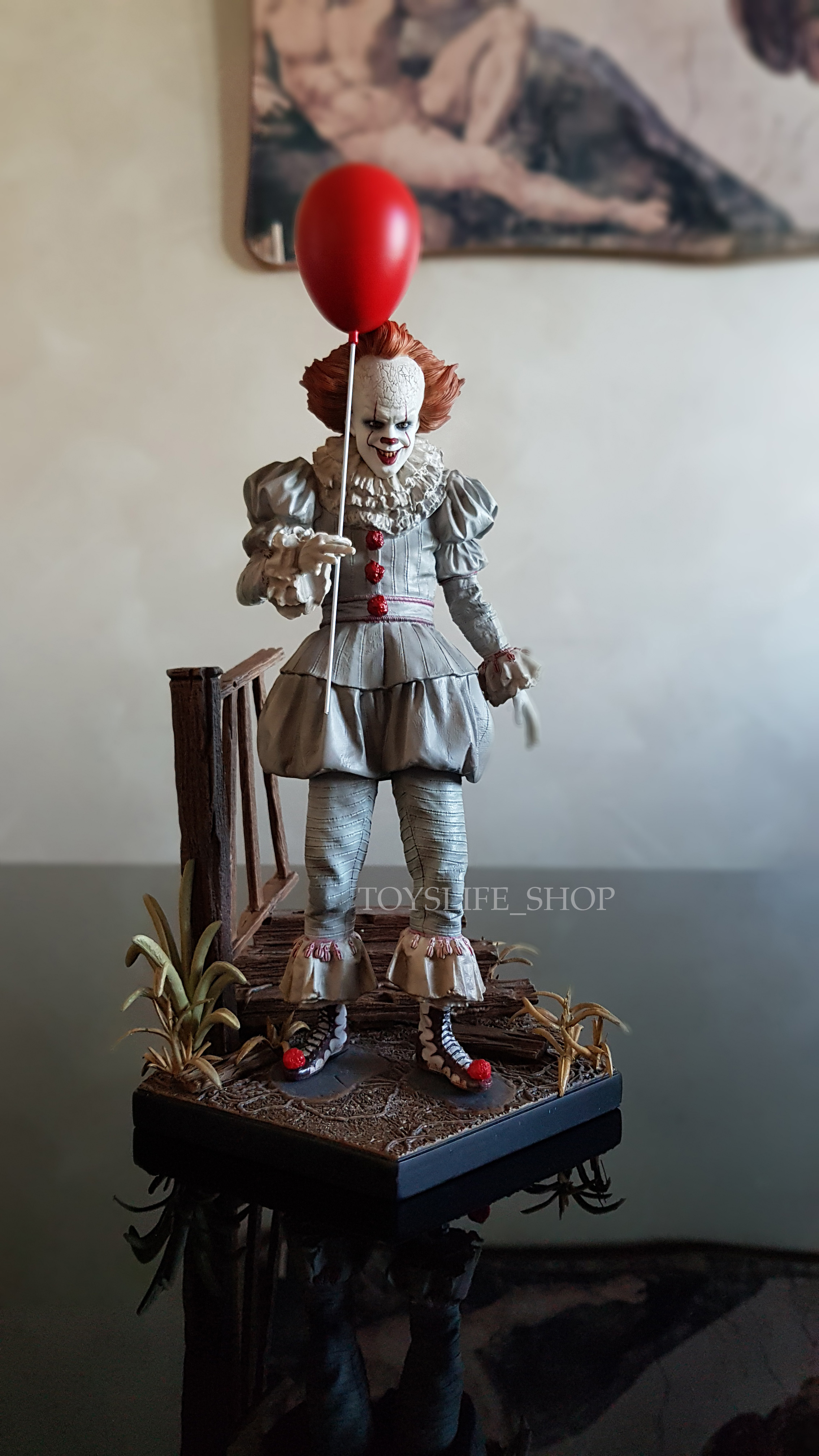 iron-studios-it-2017-pennywise-deluxe-1:10-statue-01