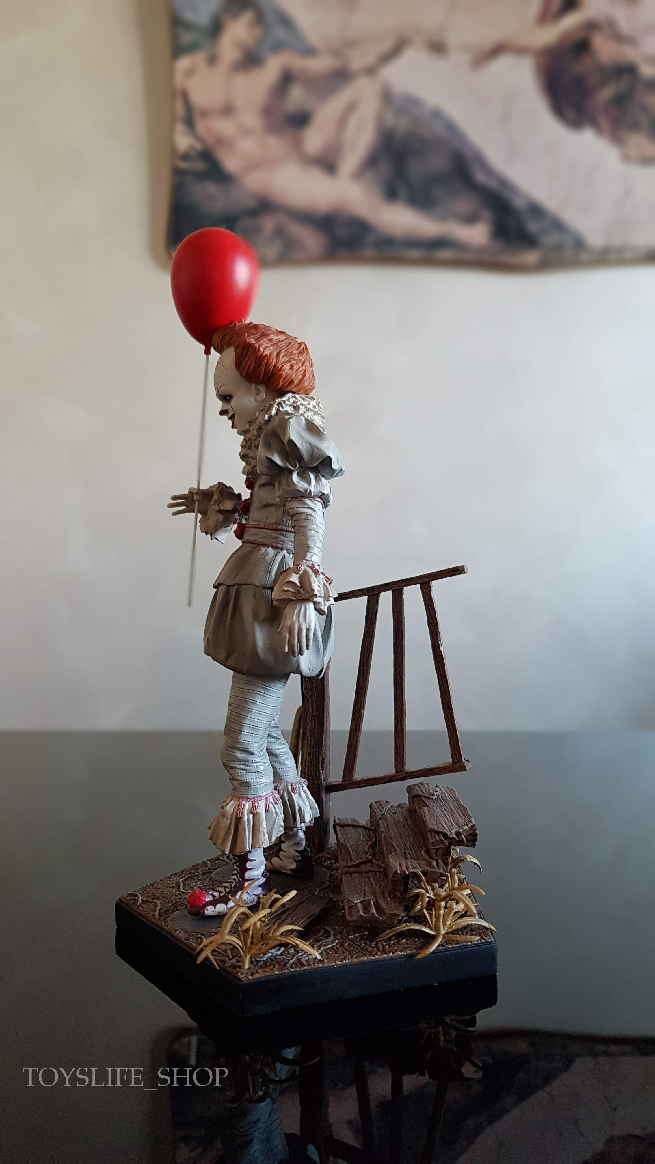 iron-studios-it-2017-pennywise-deluxe-1:10-statue-02