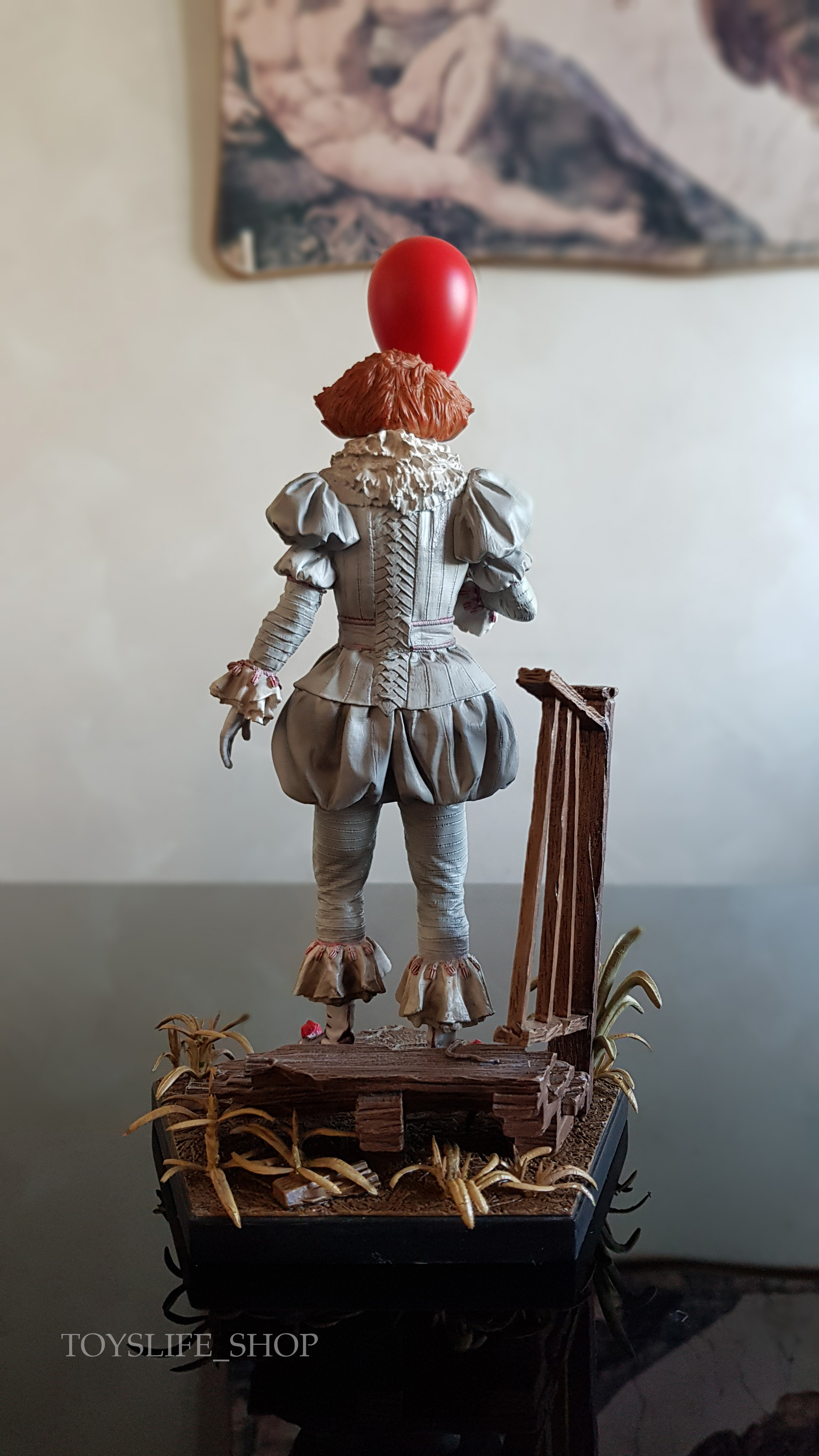 iron-studios-it-2017-pennywise-deluxe-1:10-statue-03