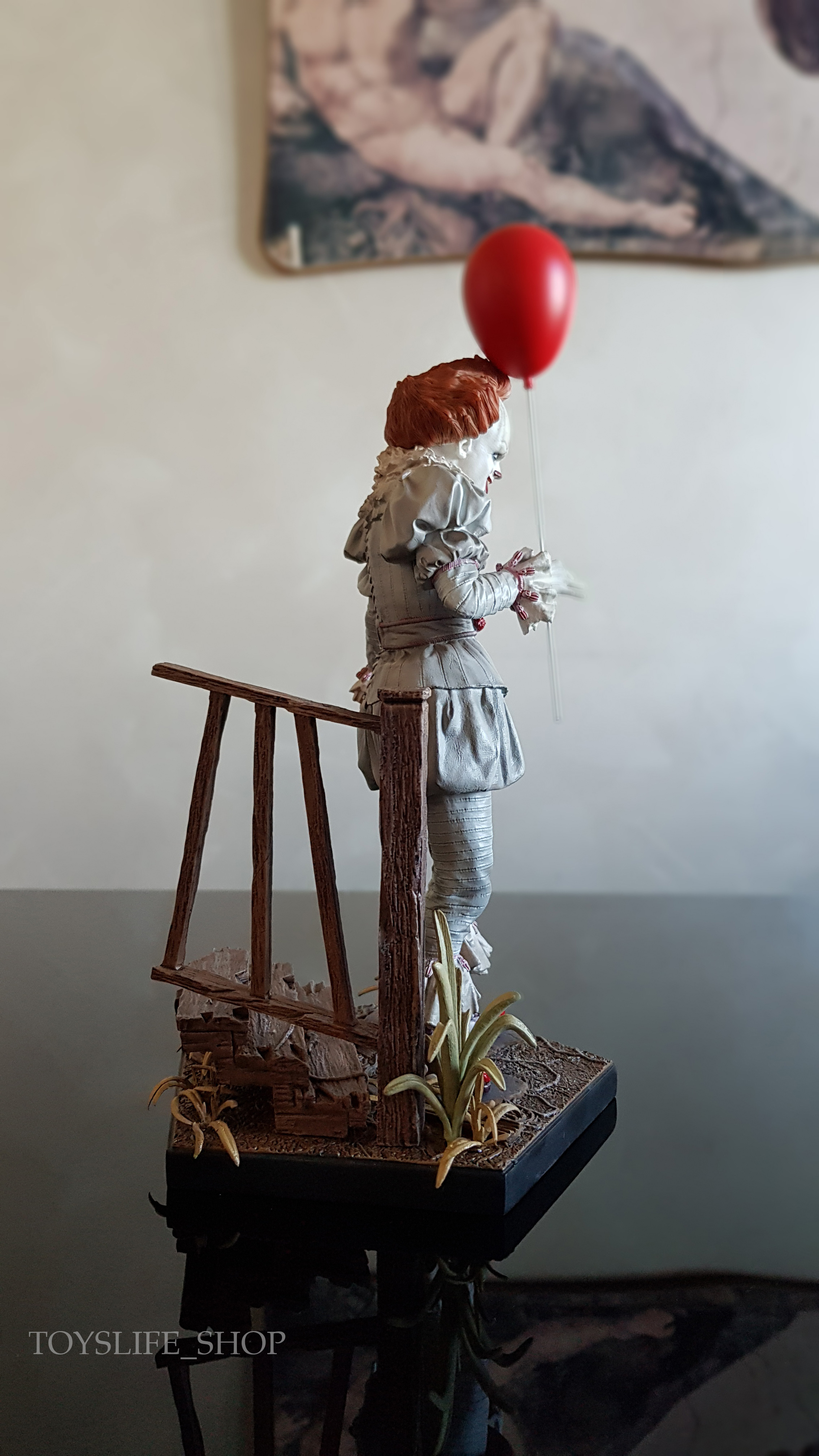 iron-studios-it-2017-pennywise-deluxe-1:10-statue-04