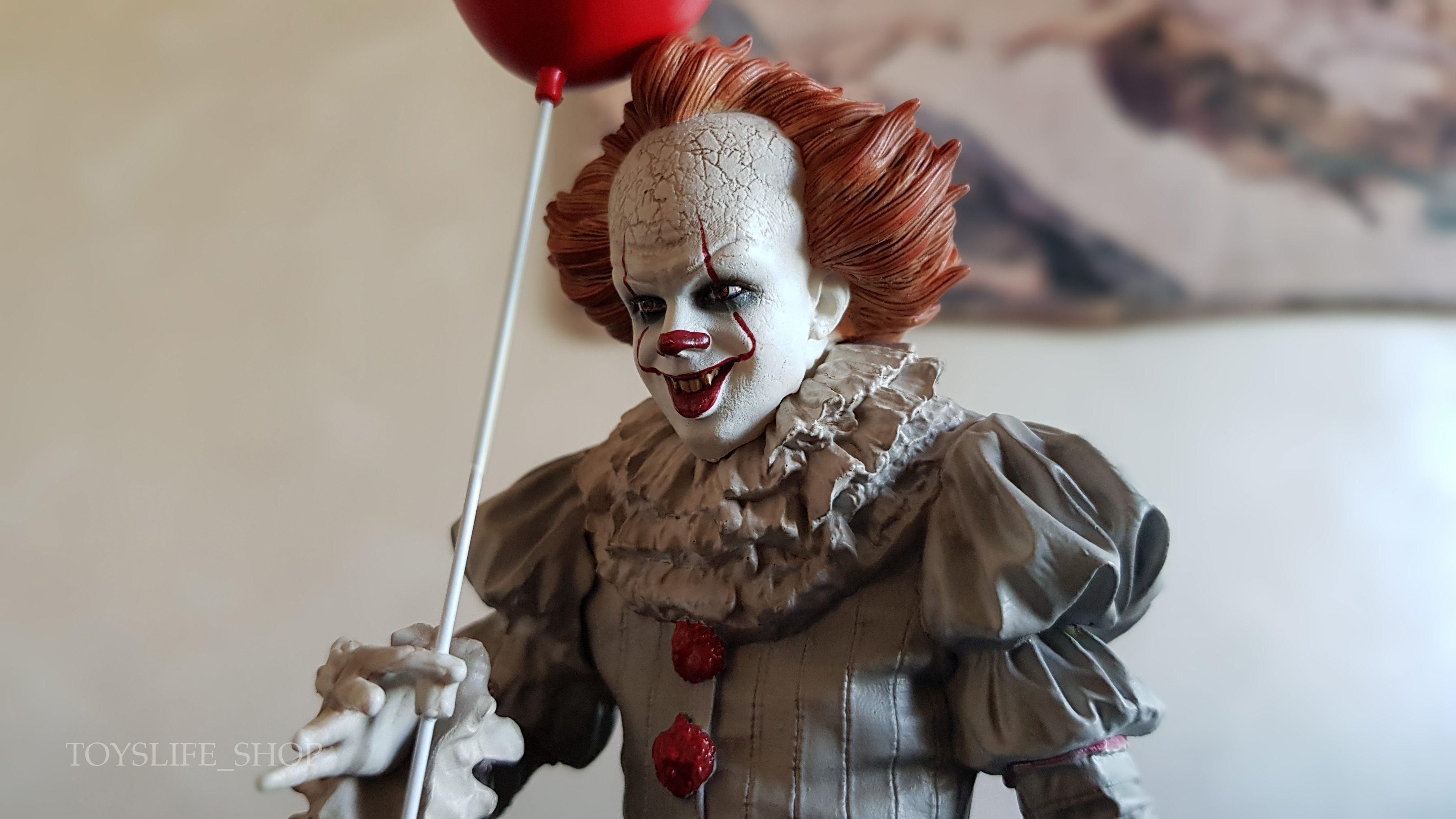 iron-studios-it-2017-pennywise-deluxe-1:10-statue-05