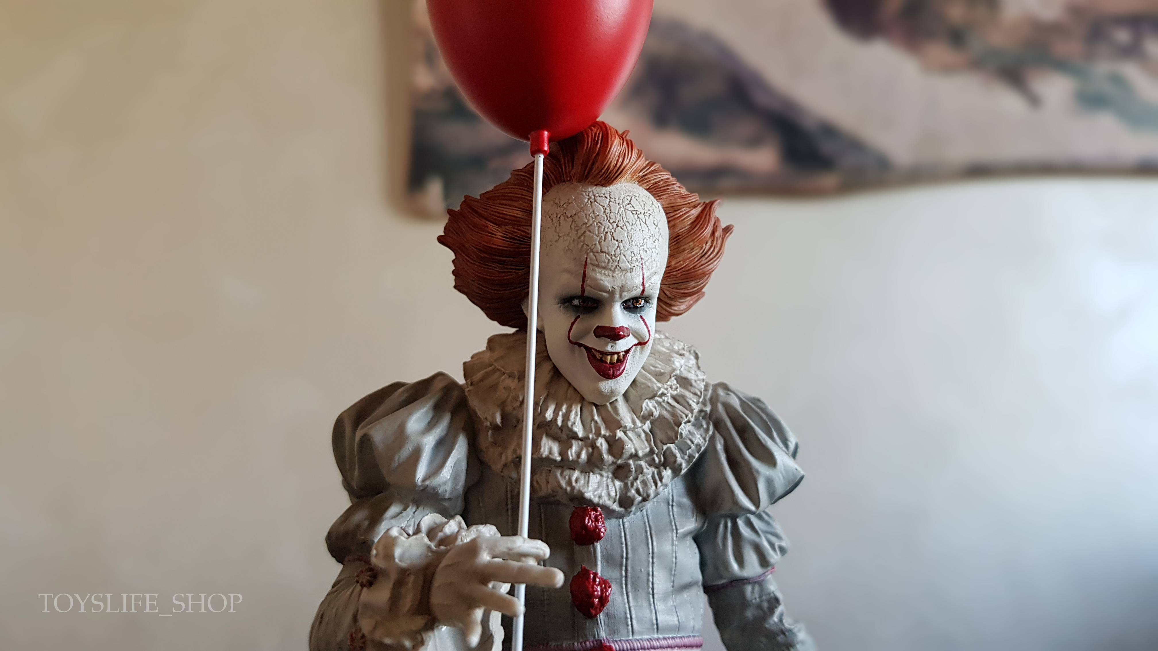 iron-studios-it-2017-pennywise-deluxe-1:10-statue-06