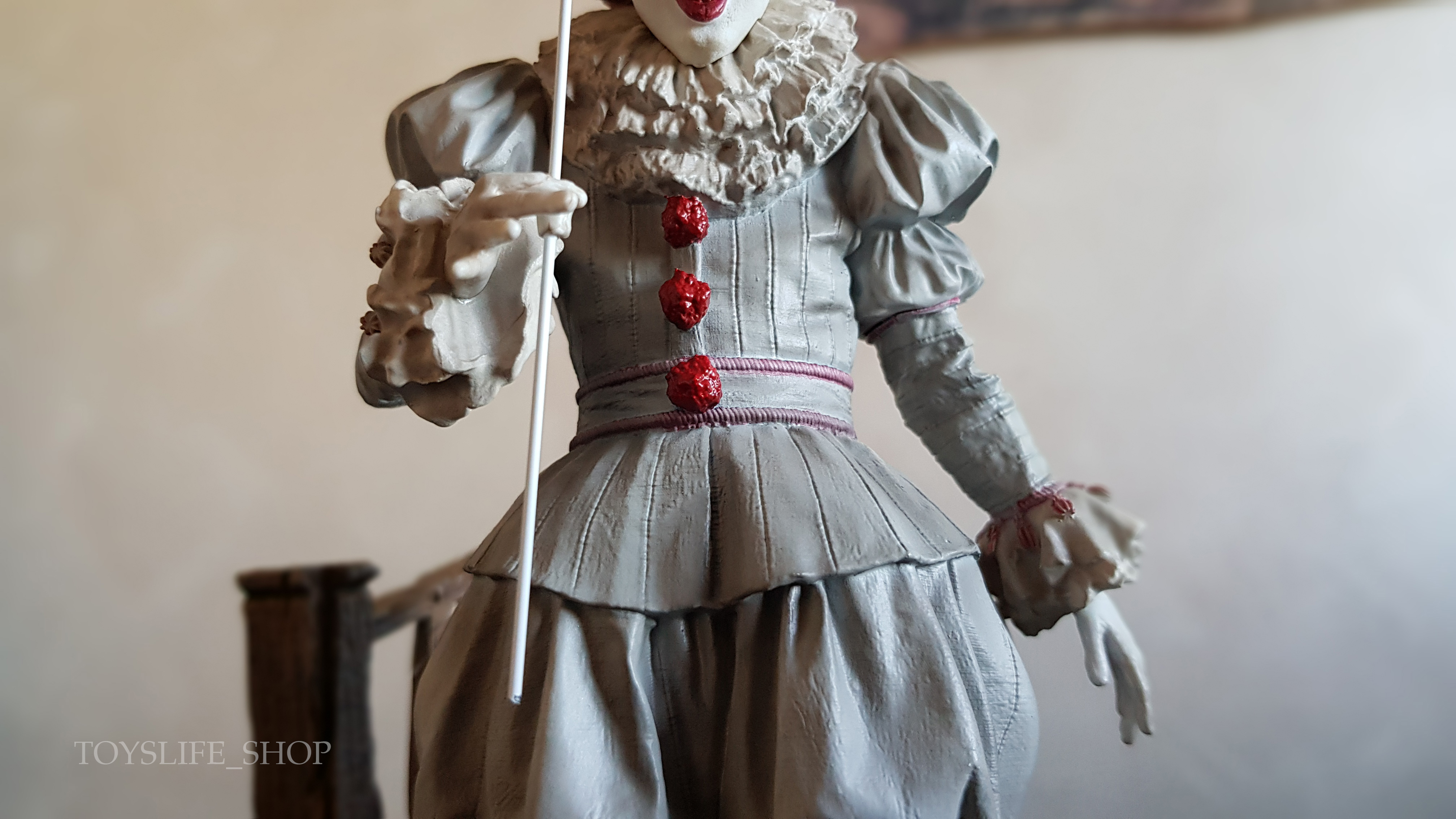 iron-studios-it-2017-pennywise-deluxe-1:10-statue-07