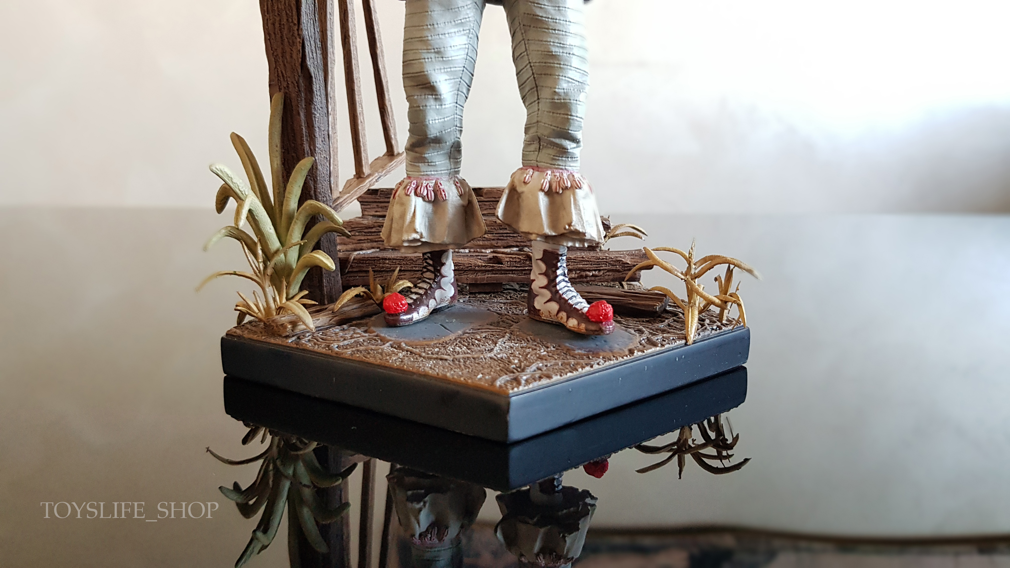 iron-studios-it-2017-pennywise-deluxe-1:10-statue-08