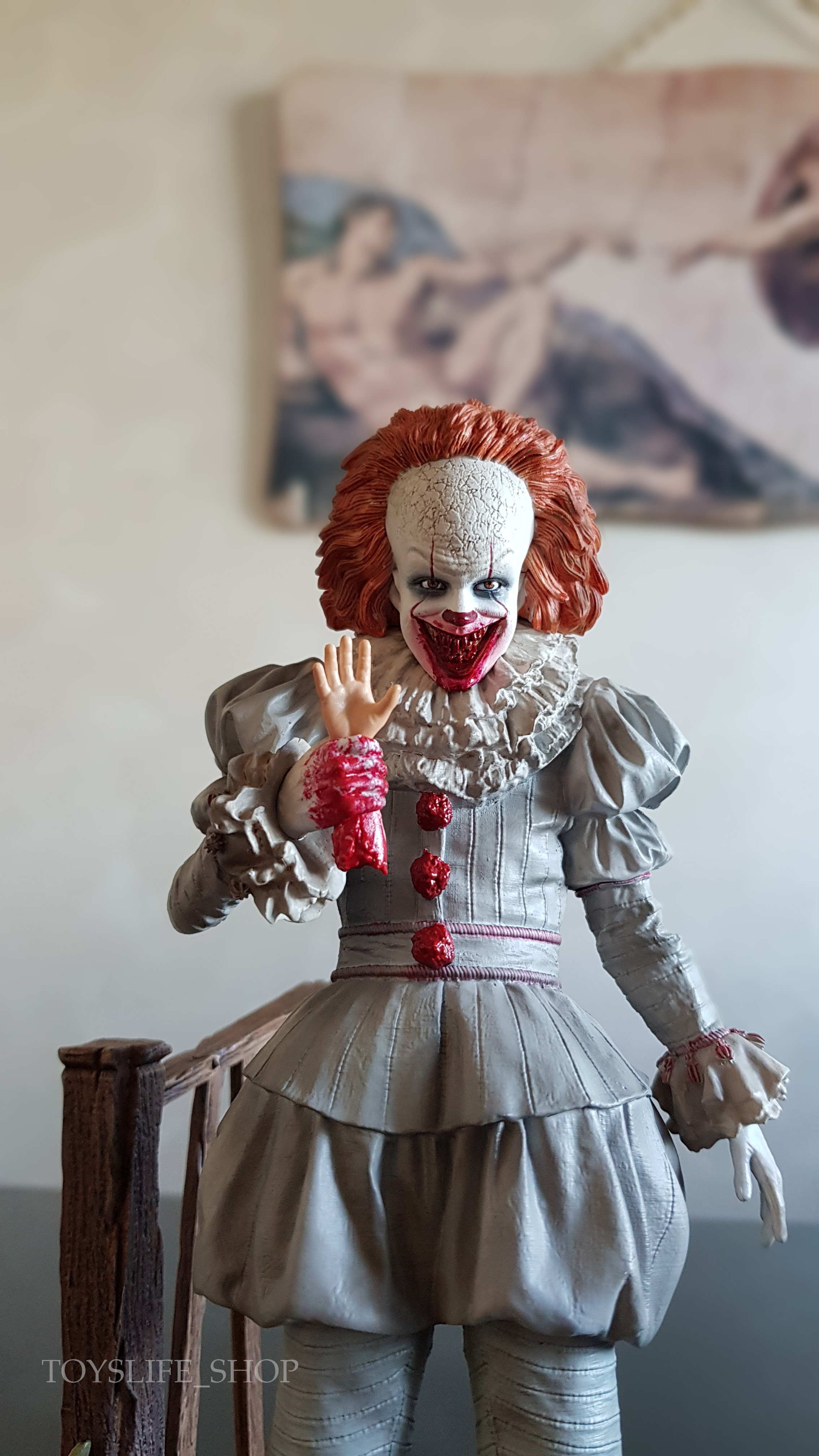 iron-studios-it-2017-pennywise-deluxe-1:10-statue-10