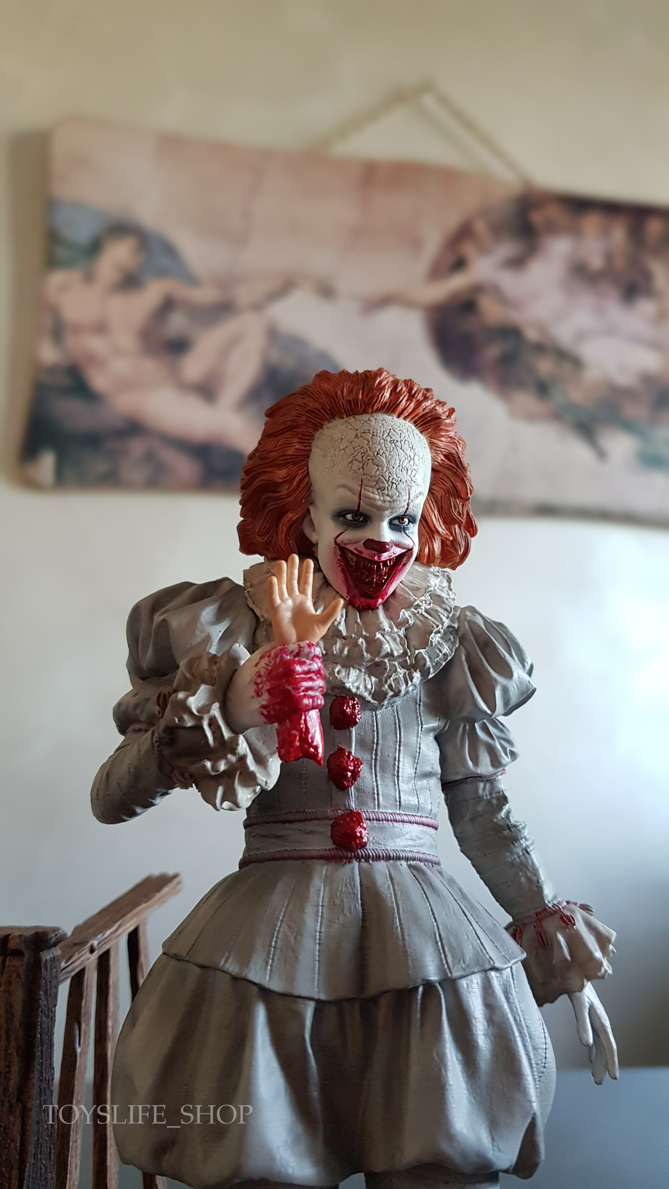 iron-studios-it-2017-pennywise-deluxe-1:10-statue-11
