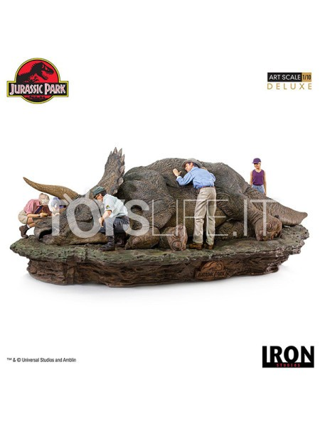 iron-studios-jurassic-park-triceratops-1:10-deluxe-diorama-toyslife-icon