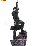 iron-studios-marvel-the-punisher-quarter-scale-statue-toyslife-02