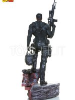 iron-studios-marvel-the-punisher-quarter-scale-statue-toyslife-03