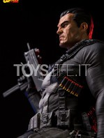 iron-studios-marvel-the-punisher-quarter-scale-statue-toyslife-12