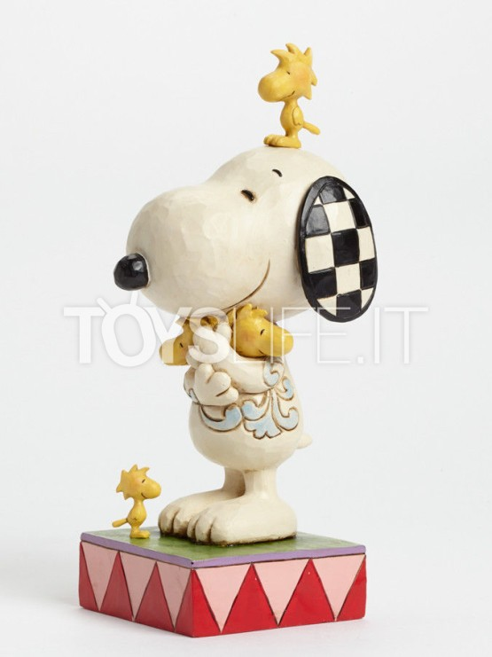 jim-shore-peanuts-love-is-a-beagle-hug-toyslife-icon