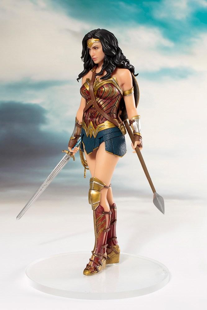 JUSTICE LEAGUE Wonder Woman 1//10 Statua PVC Figura Giocattolo Regalo ARTFX