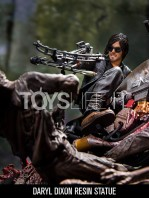 mcfarlane-the-walking-dead-daryl-dixon-on-chopper-statue-toyslife-03
