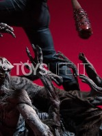 mcfarlane-the-walking-dead-negan-diorama-toyslife-04