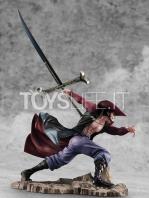 megahouse-one-piece-dracule-mihawk-excellent-maximum-pvc-statue-toyslife-03