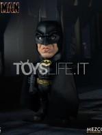 mezco-dc-batman-1989-deluxe-figure-toyslife-01