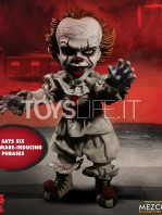 mezco-it-2017-pennywise-mega-talking-figure-toyslife-01