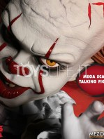 mezco-it-2017-pennywise-mega-talking-figure-toyslife-03
